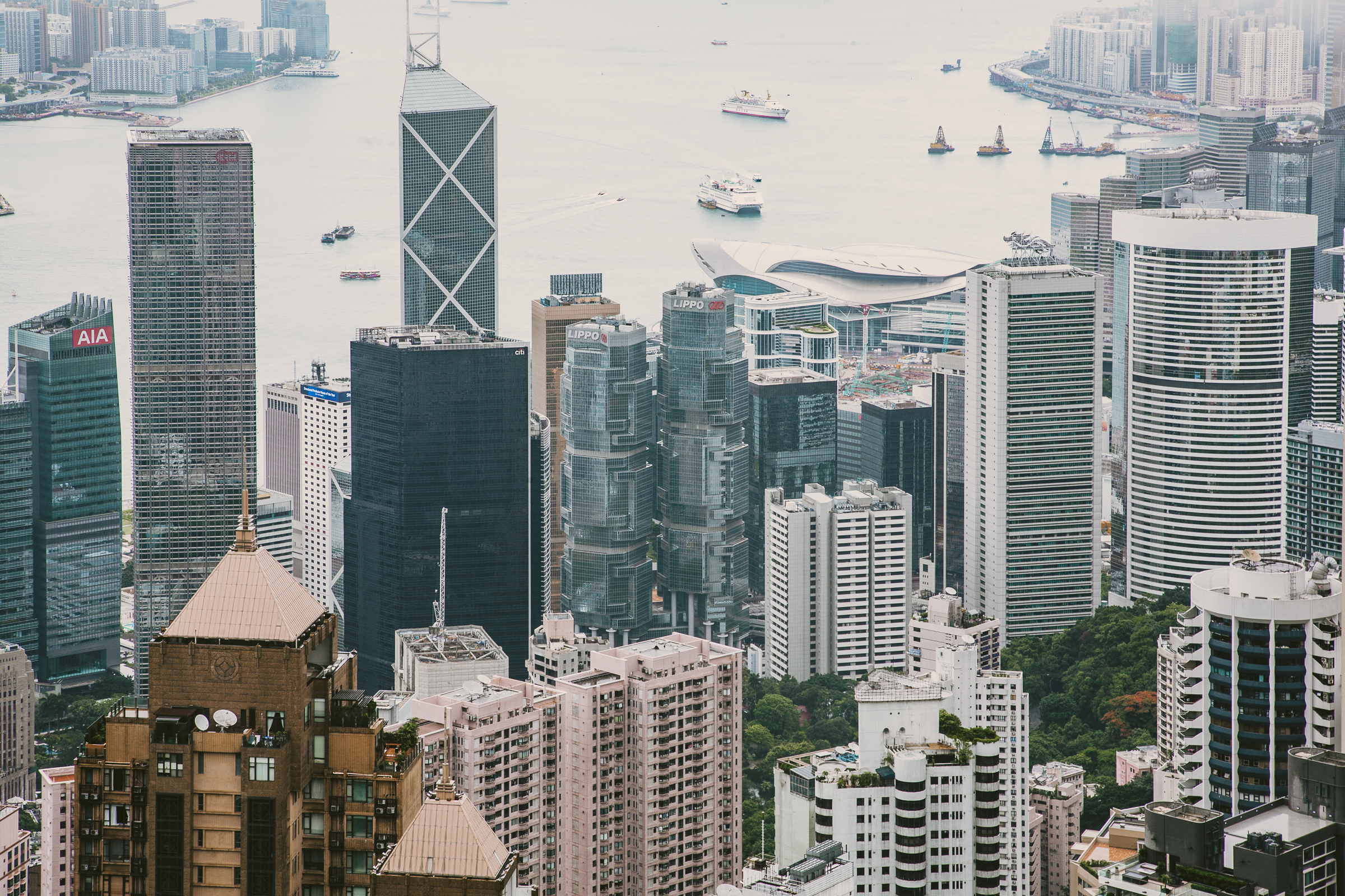 camera.lens: canon ef 24-105mm f/4 l is usm, camera: canon eos 5d, picture.aperture: 14.0, picture.exposure: 1/30sec, picture.iso: 100, picture.year: 2016, place.country: hongkong, place.location: hongkong